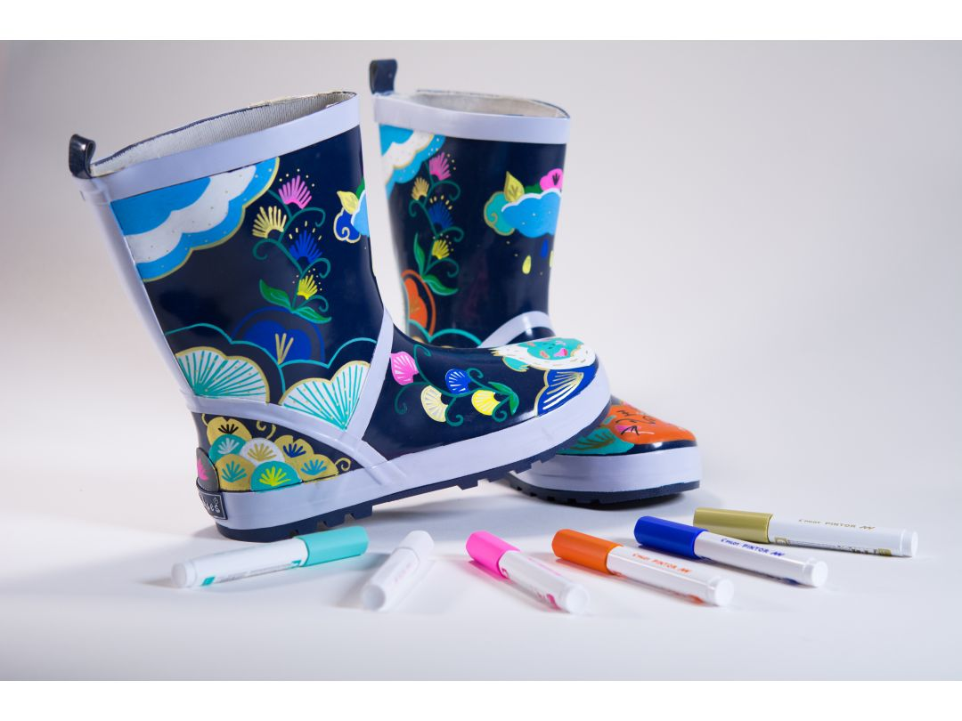 Decorate-shoes-with-marker